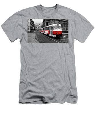 Prague - Red Tram Men's T-Shirt (Athletic Fit)