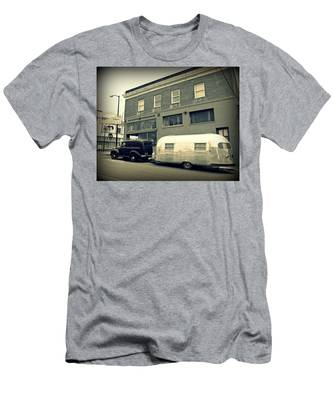 Vintage Trailer In Crockett Men's T-Shirt (Athletic Fit)