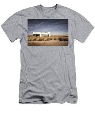 Glenrio Abandoned Gas Station  Men's T-Shirt (Athletic Fit)