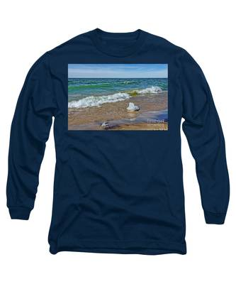 Waves Heading To A Beach Long Sleeve T-Shirt