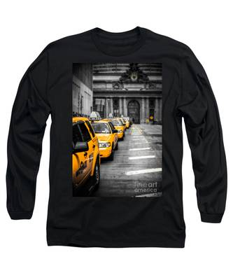 Yellow Cabs Waiting - Grand Central Terminal - Bw O Long Sleeve T-Shirt