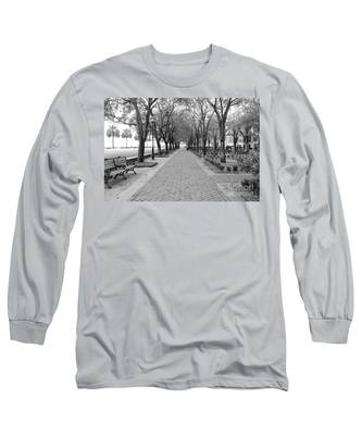 Charleston Waterfront Park Walkway - Black And White Long Sleeve T-Shirt
