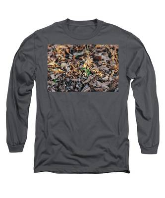 Trillium Blooming In Leaves On Forrest Floor Long Sleeve T-Shirt