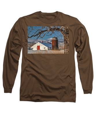 Large White Barn With Silo Long Sleeve T-Shirt