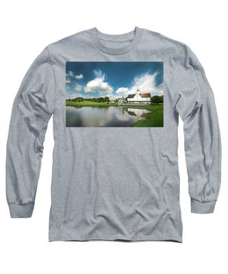 Old Star Barn And Pond Reflection Long Sleeve T-Shirt