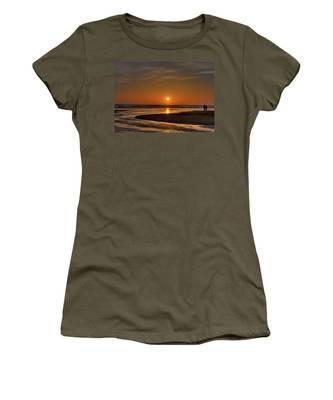 Enjoying The Sunset Women's T-Shirt