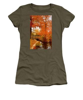 A Morning In Autumn - Lake Carasaljo Women's T-Shirt