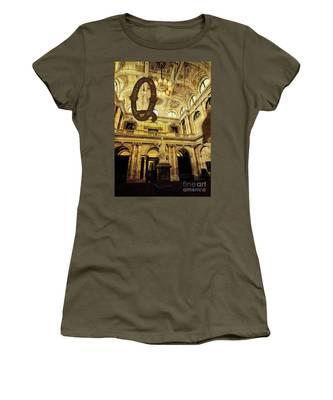 Grungy Melbourne Australia Alphabet Series Letter Q Queen Victor Women's T-Shirt