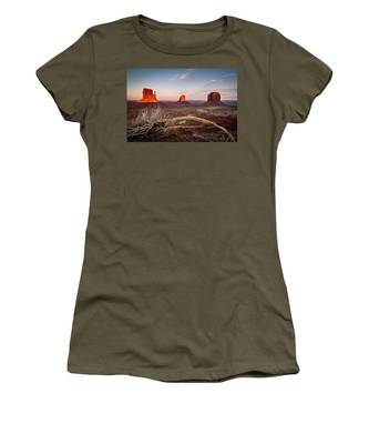 Monument Valley Sunset Women's T-Shirt