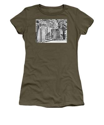 Winter Steps At The Vanderbilt In Centerport, Ny Women's T-Shirt