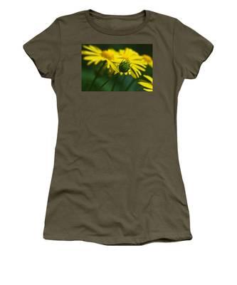 Yellow Daisy Bud Women's T-Shirt