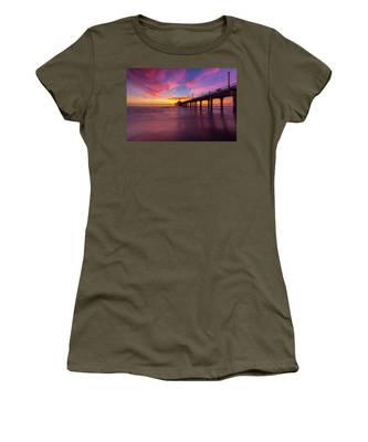 Stunning Sunset At Manhattan Beach Pier Women's T-Shirt