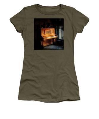 Old Wooden Piano Women's T-Shirt
