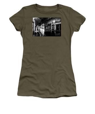 Paris At Night - Rue Saints Peres Women's T-Shirt