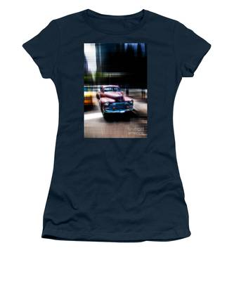 attracting curves III2 Women's T-Shirt
