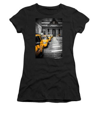 Yellow Cabs Waiting - Grand Central Terminal - Bw O Women's T-Shirt