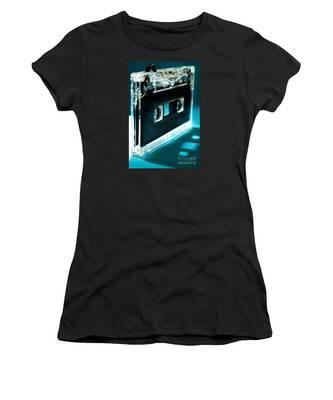Analog Signal Women's T-Shirt