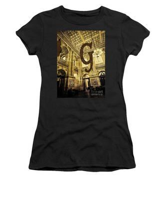 Grungy Melbourne Australia Alphabet Series Letter G Government P Women's T-Shirt