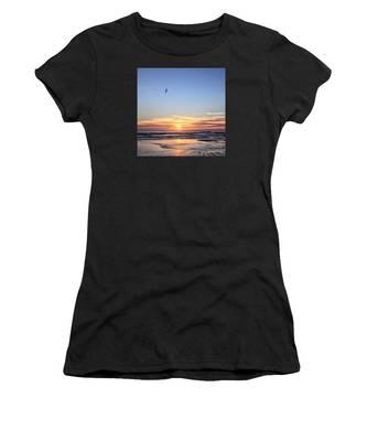 World Gratitude And Peace Day Women's T-Shirt