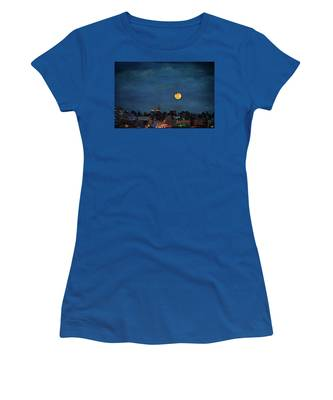 Women's T-Shirt featuring the photograph Manhattan Moonrise by Chris Lord