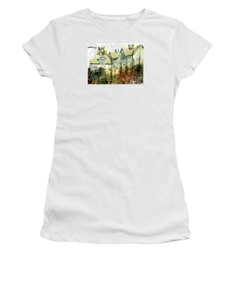 Watercolor Of An Old Wooden Barn Painted Green With Silo In The Sun Women's T-Shirt