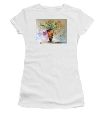 Roses In Vase Women's T-Shirt by Laurie Lundquist