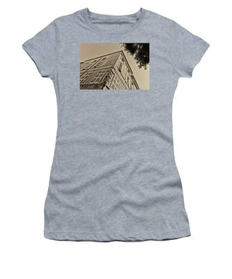 Statue In The Corner Women's T-Shirt