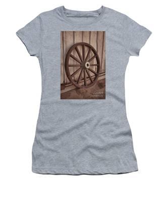 An Old Wagon Wheel Women's T-Shirt