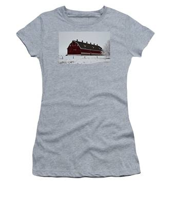 Big Red Barn In The Winter Women's T-Shirt