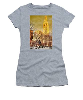 Women's T-Shirt featuring the photograph Ten Past Four At Madison Square Park by Chris Lord
