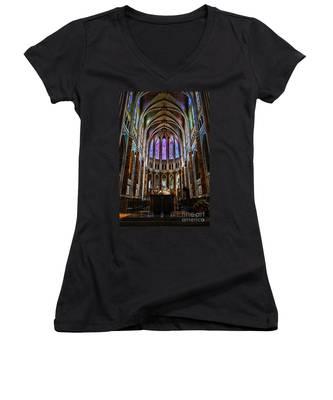 Chartres Women's V-Neck