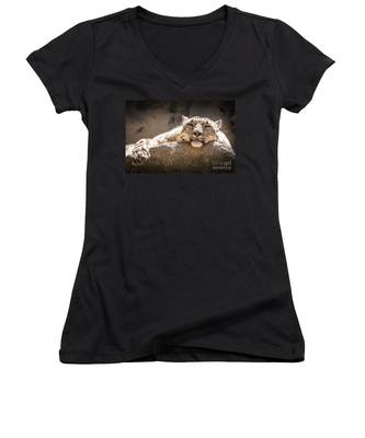 Snow Leopard Relaxing Women's V-Neck