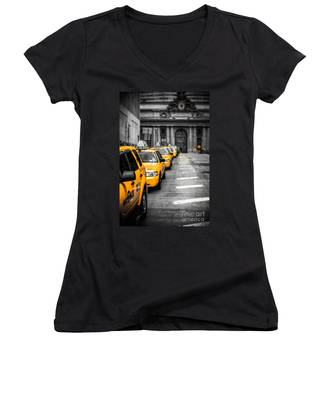 Yellow Cabs Waiting - Grand Central Terminal - Bw O Women's V-Neck