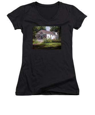 The Country Store Women's V-Neck