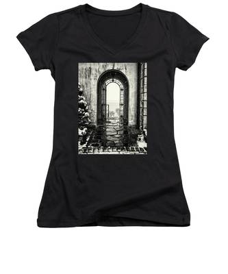 Vanderbilt Doorway In Centerport Women's V-Neck