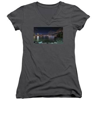 Manhattan Bridge Twinkles At Night Women's V-Neck