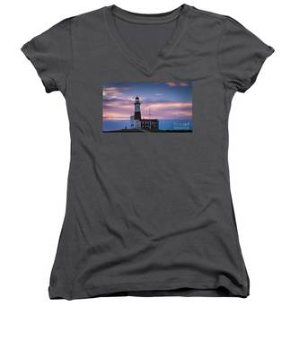 Montauk Lighthousepastel  Sunrise Women's V-Neck