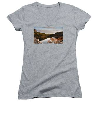 Mohonk Mountain House Lake Women's V-Neck