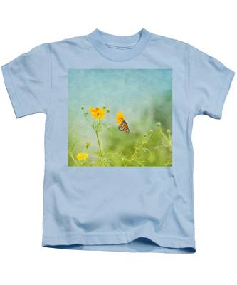 In The Garden - Monarch Butterfly Kids T-Shirt
