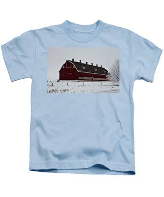 Big Red Barn In The Winter Kids T-Shirt