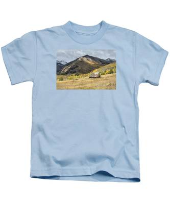 Log Barn In The Mountains Kids T-Shirt