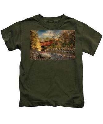 Everett Rd Summit County Ohio Covered Bridge Fall Kids T-Shirt