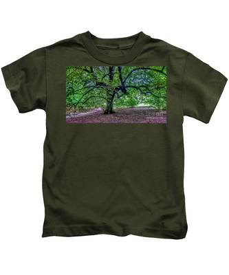 The Old Tree At Frelinghuysen Arboretum Kids T-Shirt