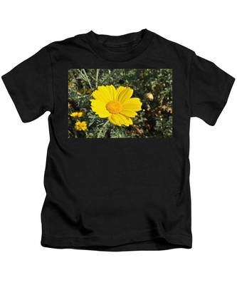 Kids T-Shirt featuring the photograph Yellow Daisy by Bridgette Gomes