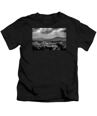 Roanoke City As Seen From Mill Mountain Star At Dusk In Virginia Kids T-Shirt