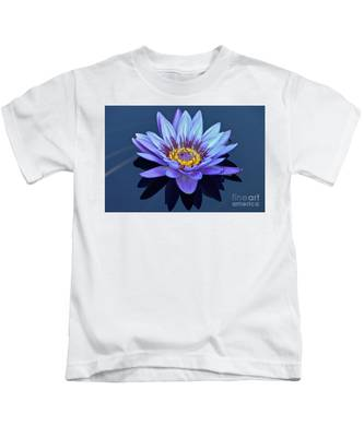 Single Lavender Water Lily Kids T-Shirt