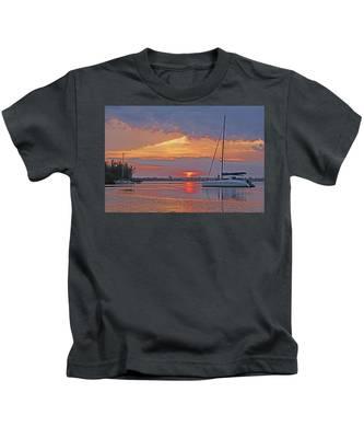 Greet The Day Kids T-Shirt