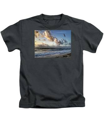 Looking For Food. Kids T-Shirt