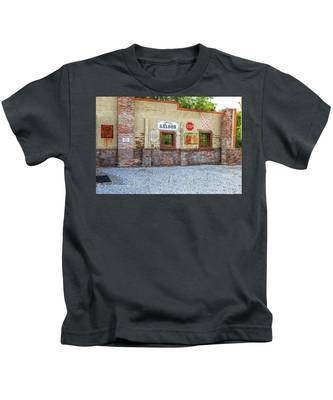 Old Saloon Wall Kids T-Shirt