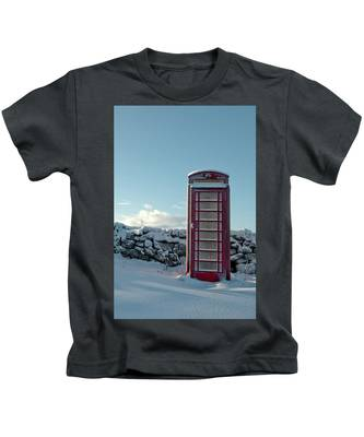 Red Telephone Box In The Snow IIi Kids T-Shirt